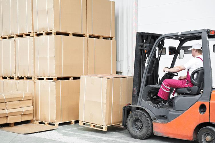 forklift loading pallet delivery to france